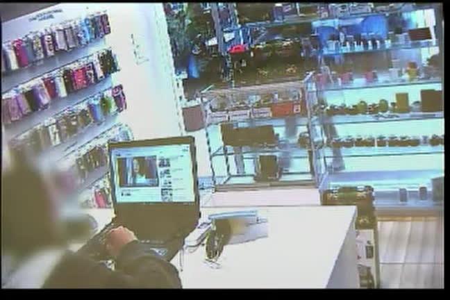 Ladrão distrai vendedora e rouba celulares