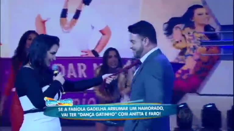 "Fabíola Gadelha ""arruma"" namorado na Hora do Faro"