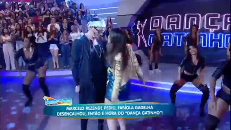 Rodrio Faro se caracteriza de Maluma e faz performance com Anitta noDança Gatinho