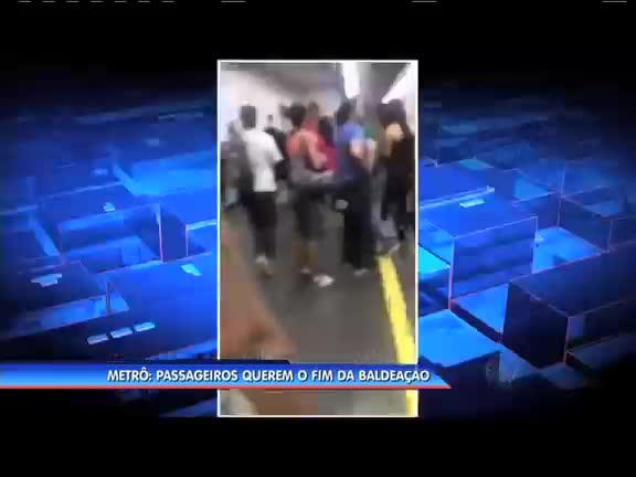 Polícia investiga morte de família na Barra; parentes chegam de ...