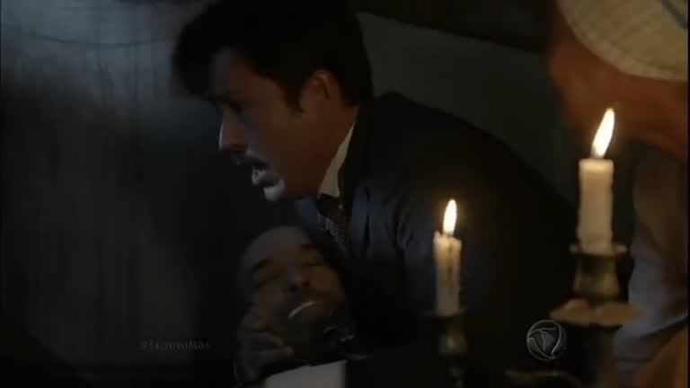 Guilherme entra no quarto com Bá e vê Quintiliano no chão ...