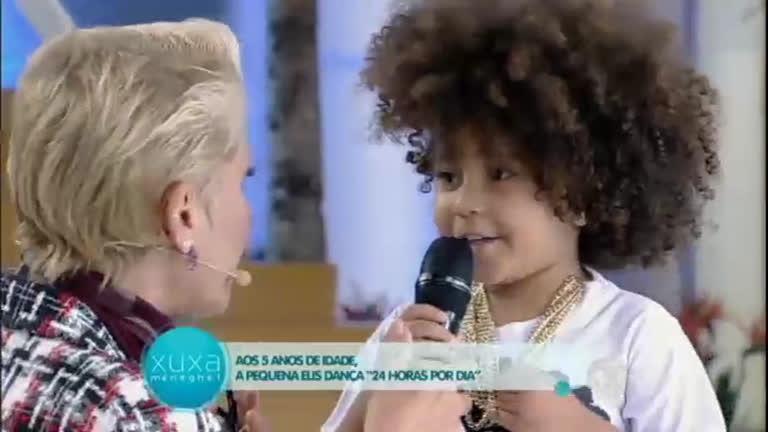Menina de 5 anos dança música Ludmilla e dá um show no palco ...