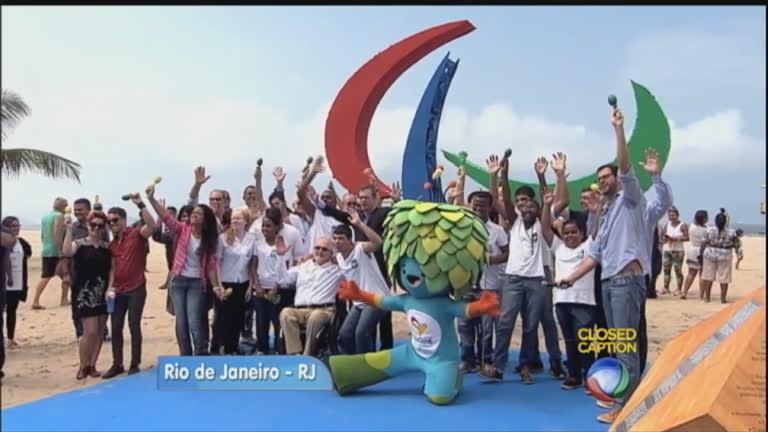 Praia de Copacabana ganha escultura símbolo dos Jogos ...