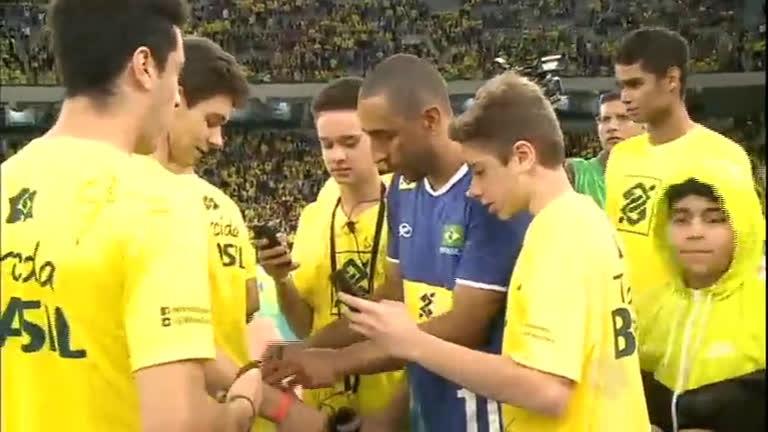 Seleção Brasileira de Vôlei comemora o ouro olímpico com jogo ...