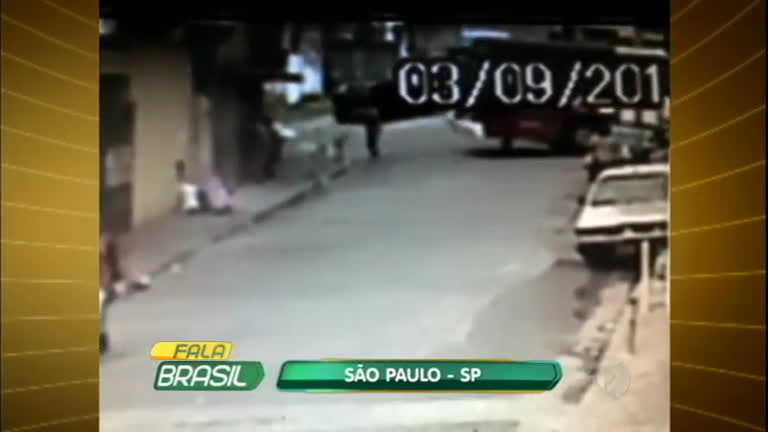 Mulher é atropelada por ônibus enquanto varria a calçada em SP ...