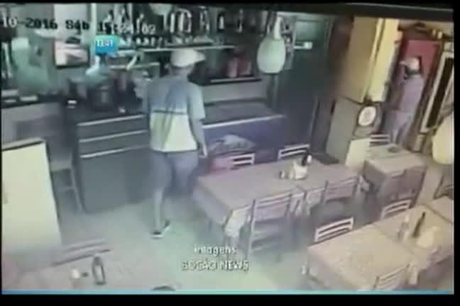 Dupla assalta churrascaria em Brotas - Bahia - R7 Balanço Geral BA