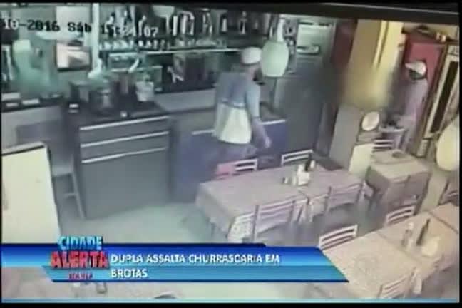 Dupla assalta churrascaria em Brotas - Bahia - R7 Cidade Alerta BA