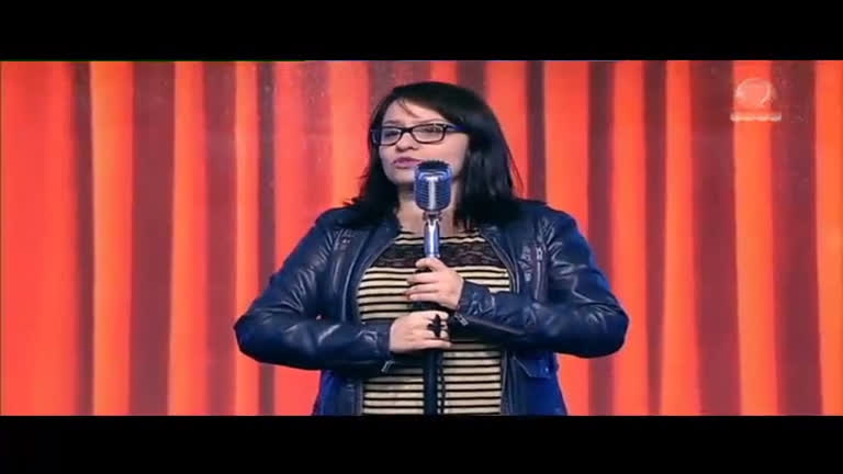 Carol Zoccoli faz stand-up sobre excesso de uso do celular ...