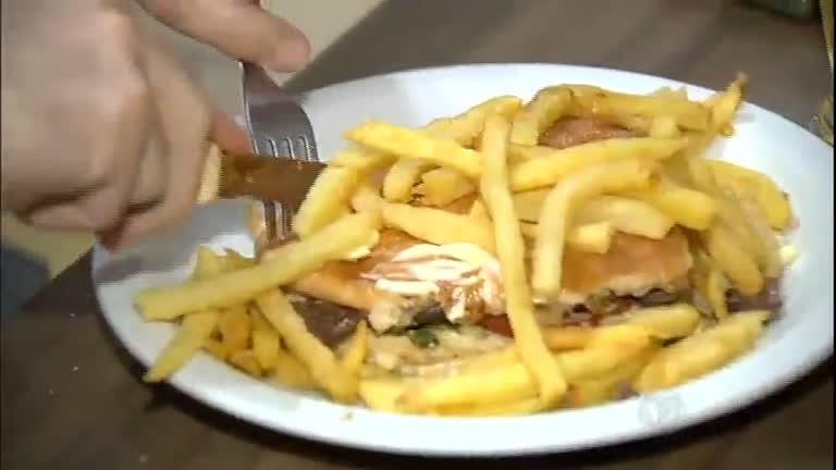Hambúrguer ganha diferentes versões nas lanchonetes brasileiras ...