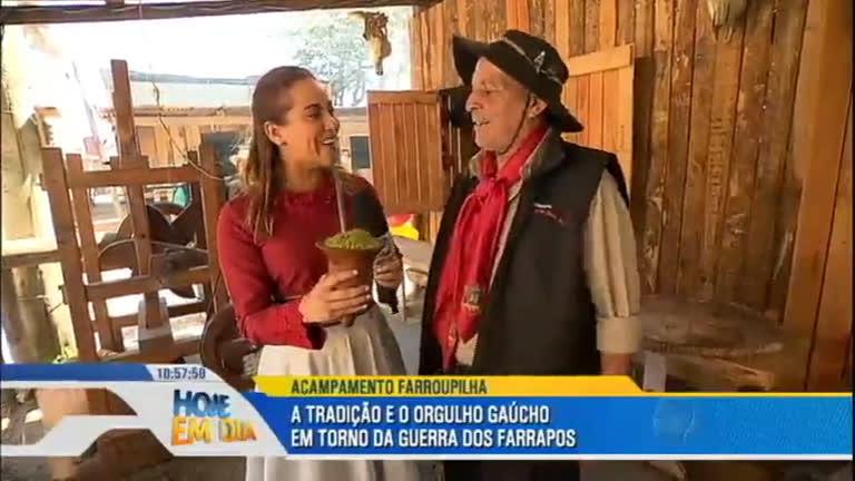 Personagens do Brasil conhece a comemoração da Revolução ...