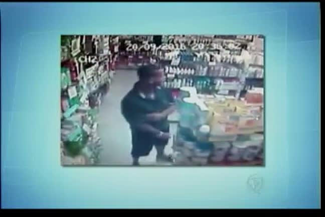 Homem furta produtos em farmácia