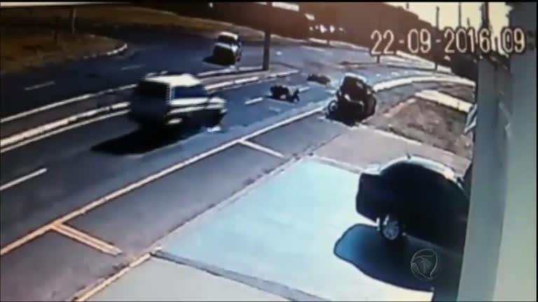 Motociclista quase é atropelado depois de acidente em Franca (SP ...