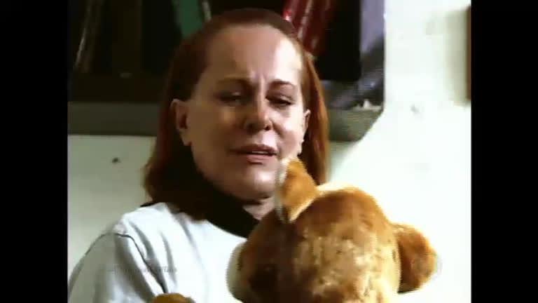 Vilma recebe um presente misterioso na prisão