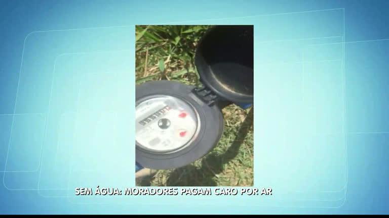 Moradores reclamam de hidrômetros que registram ar, ao…
