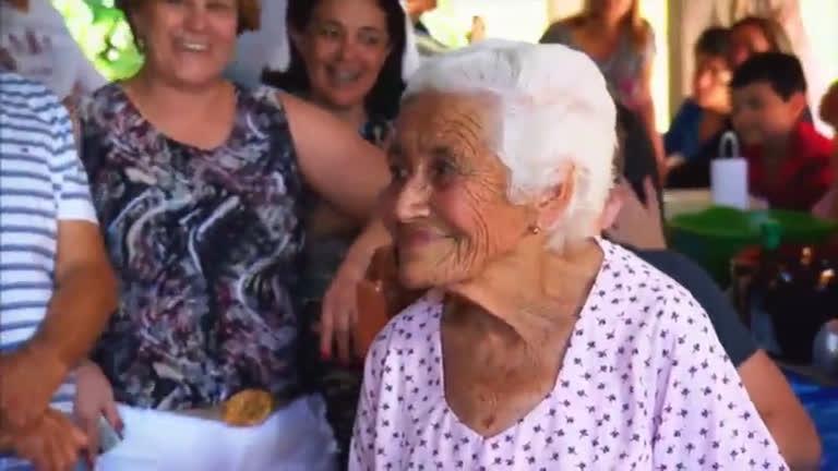 Vovó de 80 anos sonha em conhecer Roberto Leal