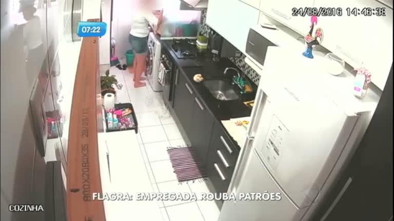 Câmera flagra empregada roubando casa dos patrões - Notícias ...