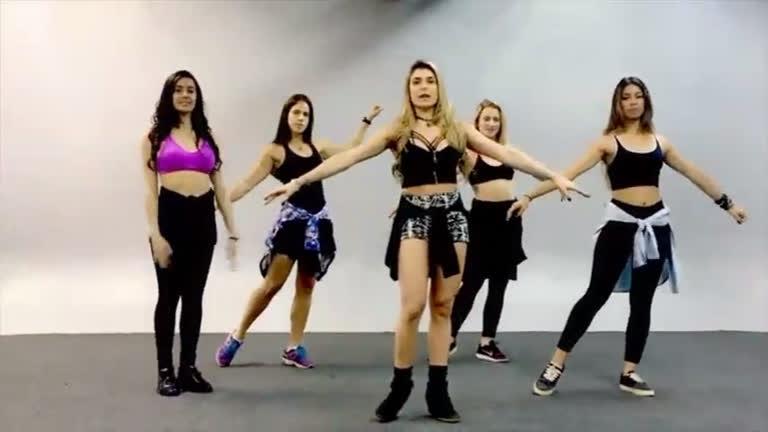 Bailarinas do Gugu ensinam a dançar refrão da música Sim Ou Não ...
