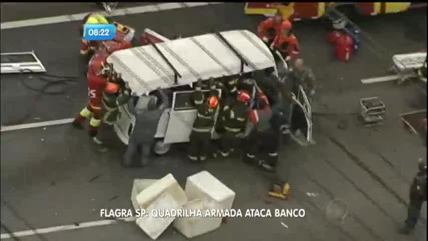 Motorista fica preso às ferragens após acidente na rodovia dos ...