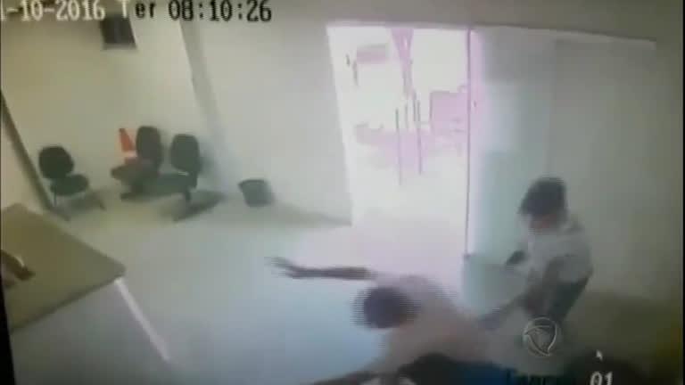 Homens armados invadem delegacia e resgatam sete presos ...