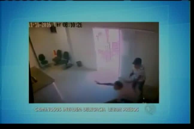 Criminosos invadem delegacia e resgatam presos - Bahia - R7 ...