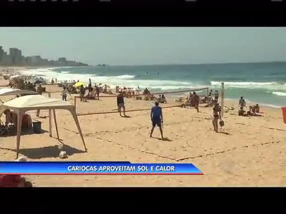 Sol e calor: cariocas aproveitam feriado para lotar as praias - Rio de ...
