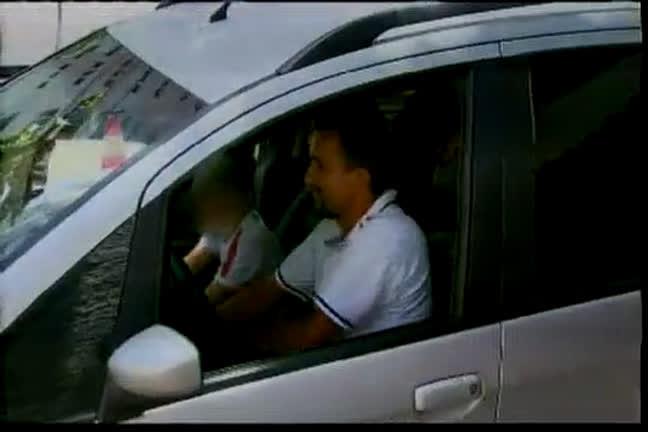 Pais e alunos sofrem com assaltos na porte de escola - Bahia - R7 ...