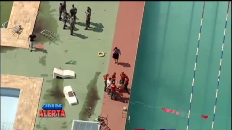 Mistério: jogador da Portuguesa aparece morto dentro da piscina do ...