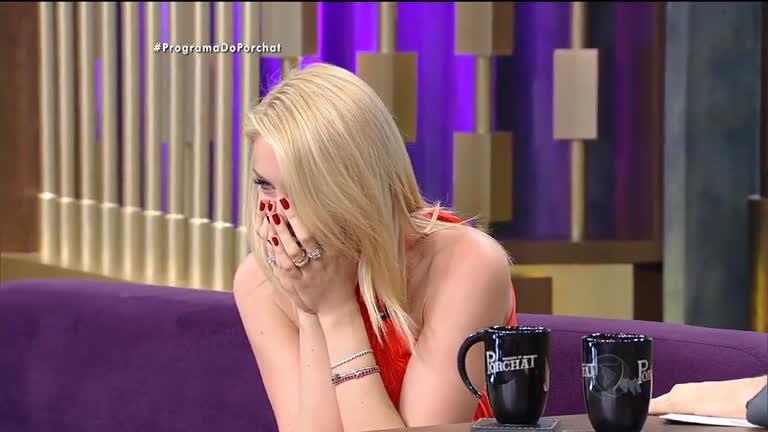 Ana Hickmann se diverte vendo modelos caindo - RecordTV - R7 Programa do  Porchat 16192075d0