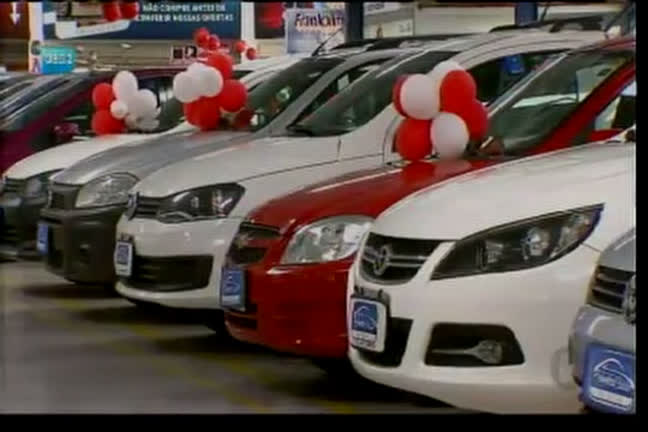 Taxa de juros cai e cresce compra de carro seminovo