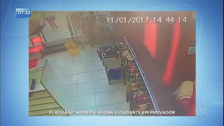 Homem é flagrado espiando estudante em provador de loja