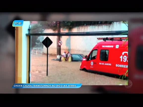 Temporal provoca alagamentos e deixa vários bairros do Rio e da Baixada Fluminensesem luz
