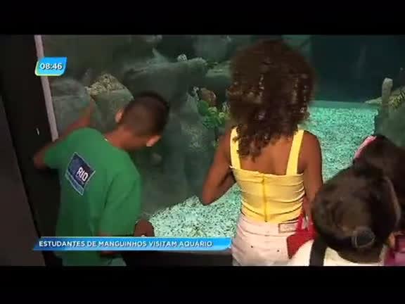 Crianças de comunidade da zona norte visitam o AquaRio; Crivella acompanhou o passeio