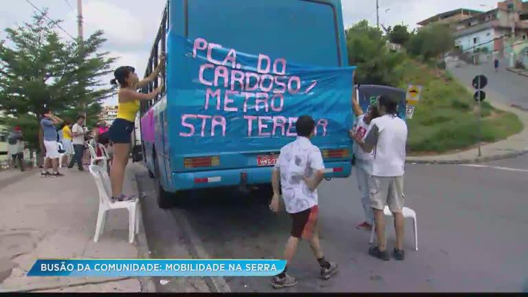 """""""Busão da Comunidade"""" volta a circular pelas ruas do Aglomerado da Serra, em BH"""