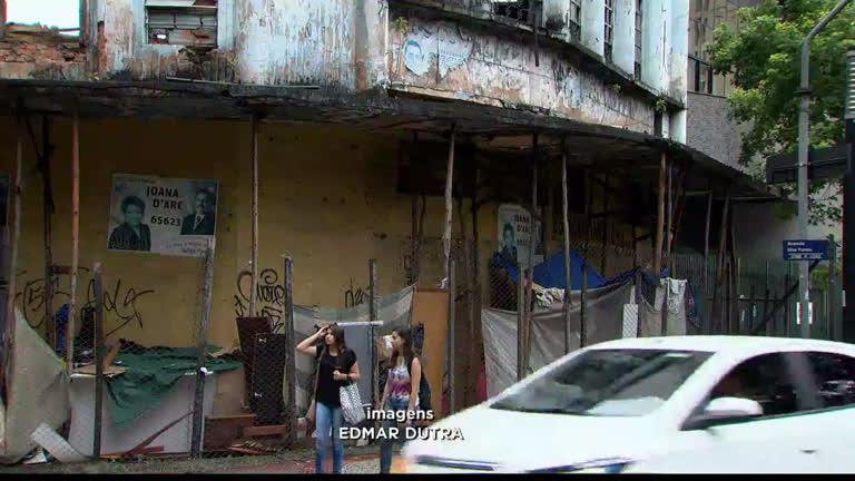 Marquises em más condições oferecem risco à vida de pedestres em BH