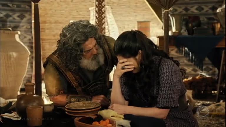 Léia desabafa com Quemuel e diz que não acredita que os…