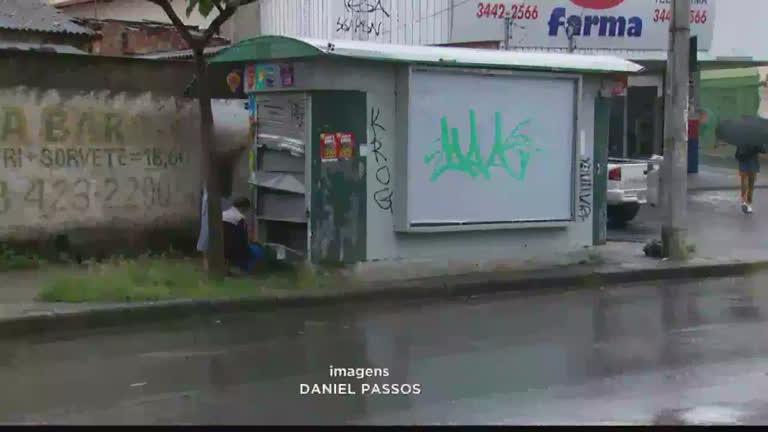 Ladrões são presos ao arrombar banco de revista no bairro…