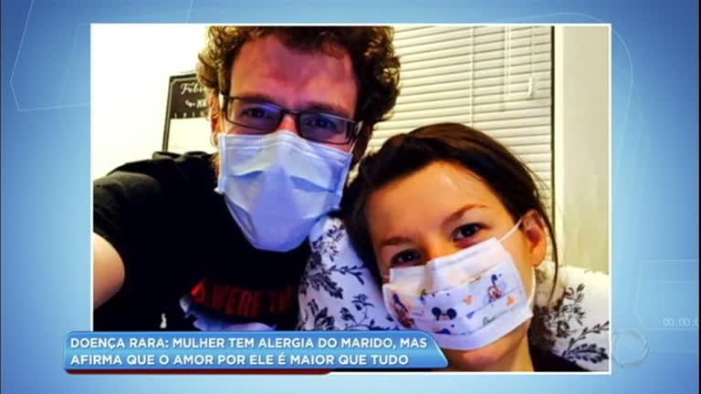 Mulher tem alergia do marido por causa de doença rara