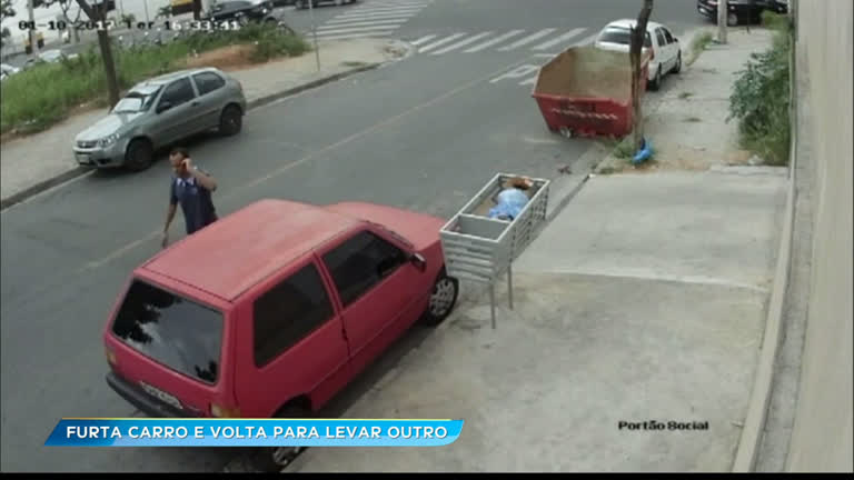 Ladrão rouba carro à luz do dia e volta para buscar outro…