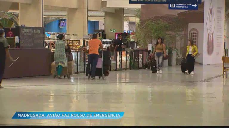 Avião faz pouso de emergência em Confins após idosa passar mal