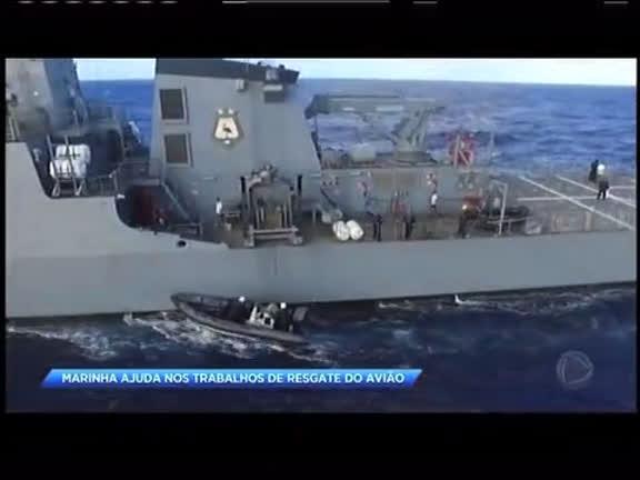 Navio da Marinha ajuda nos trabalhos de resgate do avião que caiu comTeori Zavascki