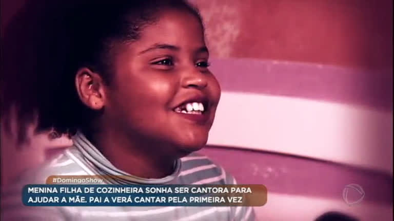 Menina de 12 anos sonha ser cantora para ajudar a mãe
