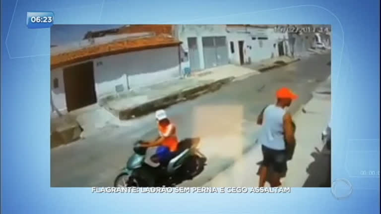 Resultado de imagem para Ladrão sem perna e comparsa cego assaltam pedestre no Rio