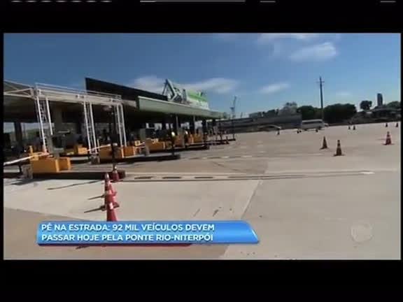 Pé na estrada: 92 mil veículos devem passar pela ponte Rio-Niterói nesta sexta-feira (24)