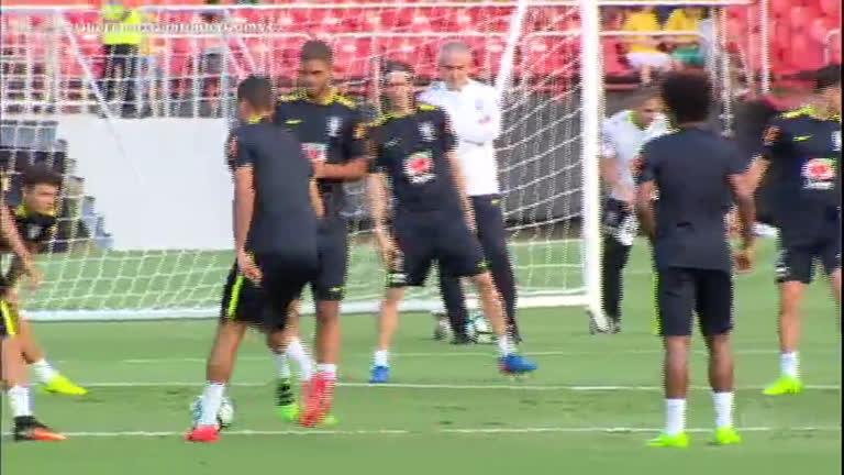 Treino da seleção brasileira atrai milhares de fãs em São Paulo