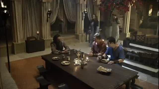 Em discussão com os filhos, Chaim agride Zelfa e é expulso de casa