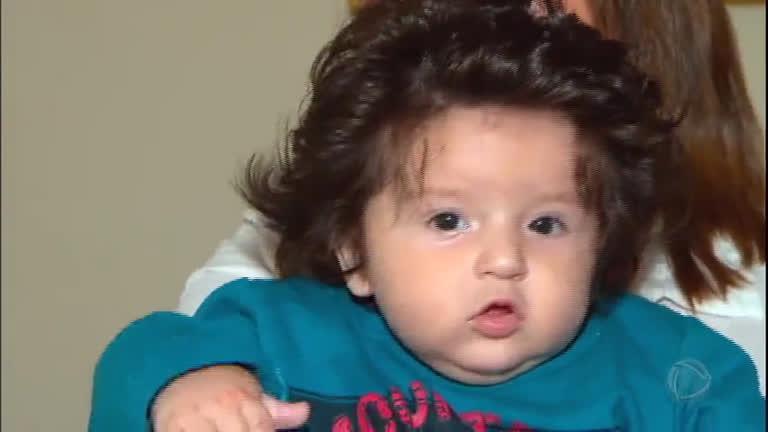 9ffe1941a4 Bebês cabeludos ficam famosos após aparecerem nas redes sociais - RecordTV  - R7 Domingo Espetacular