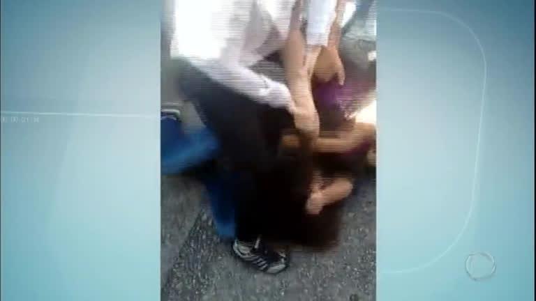 Adolescente é espancada por cinco colegas de escola