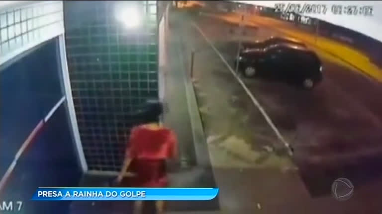 Mulher é presa após golpes