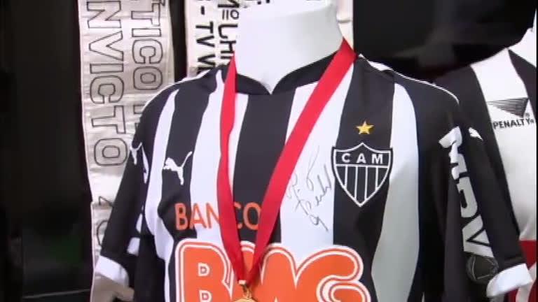 Apaixonados por futebol: torcedor do Atlético-MG ostenta…