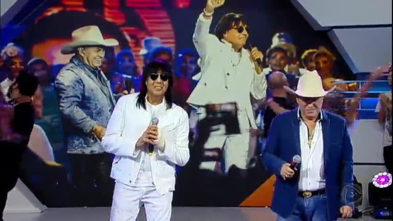 Milionário e Marciano cantam grandes sucessos no Hora do Faro